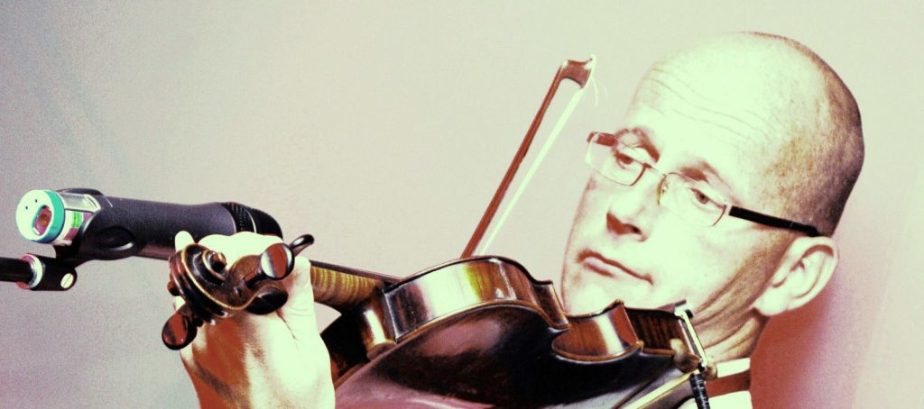 Violist Henk Lippens violinist violin viool wereldmuziek worldmusic cross over fusion afrikaanse muziek berber muziek cubaanse muziek kazachstan muziek tanzania brazilie zanzibar