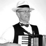 klezmer muziek en zigeunermuziek accordeonist violist