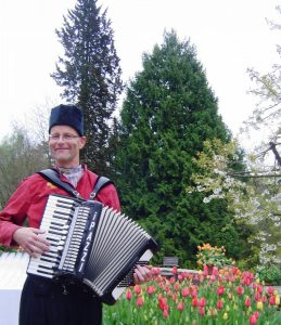 Accordeonist Accordeonist Henk George Lippens Nederlandse Ambassade Volendams Kostuum Accordeonmuziek